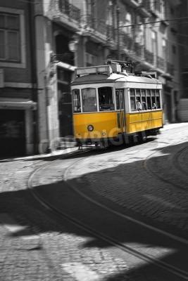 Fototapeta Znani i retro Tramwaj numer 28 w Lizbonie, Portugalia.