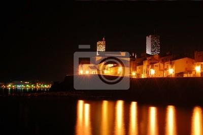 Zobacz miasta Antibes w nocy