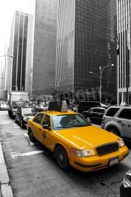 Fototapeta Żółte taksówki w kolorze czarnym i białym w Nowym Jorku