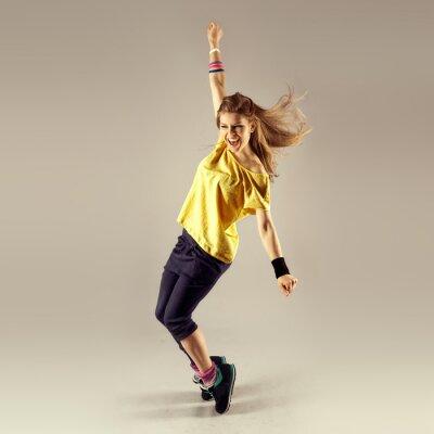 Fototapeta Zumba trening tańca. Młody sportowy kobieta tancerz w ruchu.
