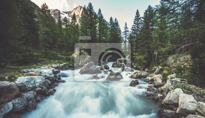 Naklejka Alpejska rzeka we Włoszech