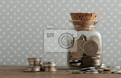 antyczne monety na drewnianym stole