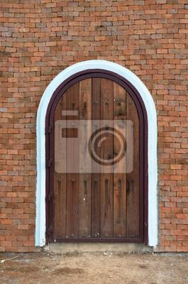 arch drewniane drzwi z budynku z cegły