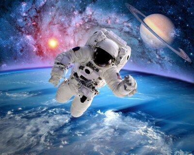 Naklejka Astronauta kosmonauta kosmos saturn planet earth słoneczny. Elementy tego zdjęcia dostarczone przez NASA.