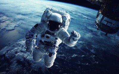 Naklejka Astronauta w przestrzeni kosmicznej. Elementy tego zdjęcia dostarczone przez NASA