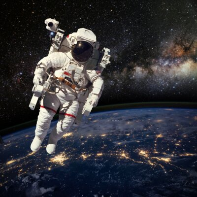 Naklejka Astronauta w przestrzeni kosmicznej nad ziemią w porze nocnej. Elem
