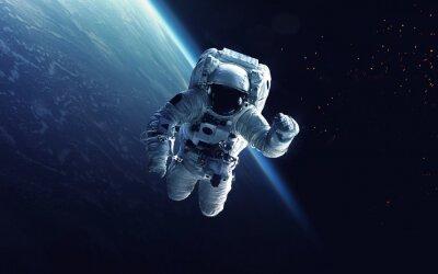 Naklejka Astronauta w spacewalk. Art kosmiczne, science fiction tapety. Piękno przestrzeni kosmicznej. Miliardy galaktyk we wszechświecie. Elementy tego zdjęcia dostarczone przez NASA