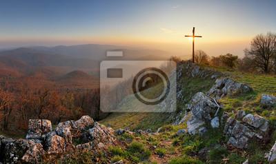 Naklejka Autumn górskie panoramy w małych Karpat z krzyżem