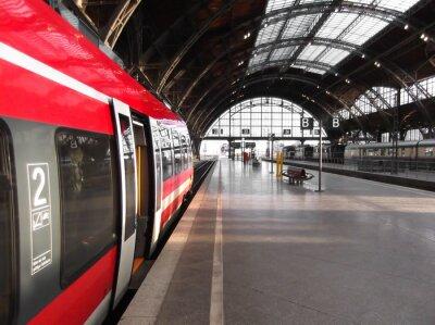 Naklejka Bahn hält in Bahnhof