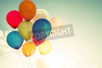 Naklejka balony wielokolorowe z retro efekt filtra, pojęcie okazji urodzin latem i miesiąc miodowy Wesele (rocznik odcienia koloru)