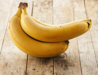 Naklejka Banany odizolowane na drewnianym tle