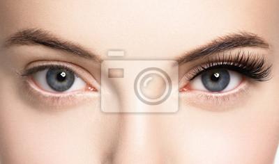 Naklejka Baty kobiety twarz przygląda się zbliżenie
