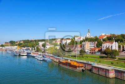 Naklejka Belgrad od rzeki Sawy z riverboats turystycznych na słoneczny dzień