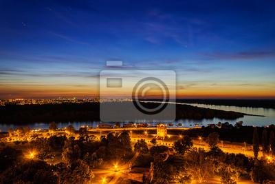 Belgrad, panoramiczny widok z Kalemegdan w nocy
