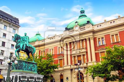 Naklejka BELGRADE, SERBIA - 10 maja: Pomnik Prince Mihailo na tle budynku Muzeum Narodowego w dniu 10 maja 2016 roku w Belgradzie.