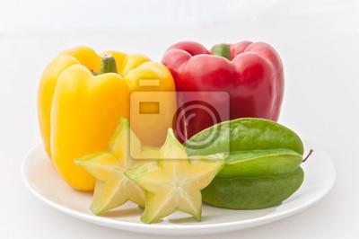 Naklejka Bell Peppers i gwiazda Jabłka na białym naczynia