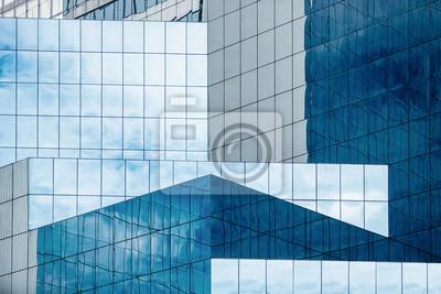 Naklejka Błękitne niebo i chmury odzwierciedlające w oknach nowoczesnego biurowca