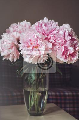 Bogaty Bukiet Różowych Piwonii Róże Kwiaty W Wazonie Na Stole Naklejki Redro