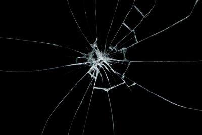 Naklejka Broken glass na czarnym tle