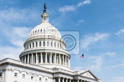 Naklejka Budynek Capitol w Stanach Zjednoczonych, dom Kongresu i siedzący na szczycie Capitol Hill na wschodnim krańcu National Mall w Waszyngtonie