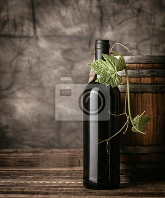 Butelka wina czerwonego w piwnicy