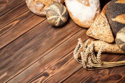 Naklejka Chleb asortyment na powierzchni drewnianych