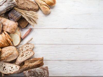 Naklejka Chleb i pszenicy na drewnianym biurku.