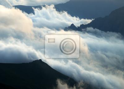 Chmury i Hills.