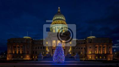 Naklejka Choinka w budynku stolicy stanu Idaho w nocy