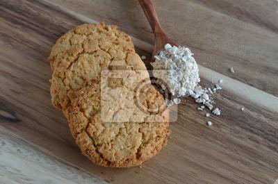 Ciasteczka owsiane na tle drewna