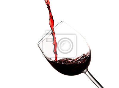 Ciemne, czerwone wino w szkle kryształowym