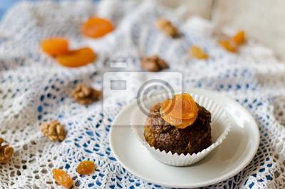 Naklejka cupcake czekolady z suszonymi morelami i orzechami