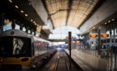 Naklejka Czekając na pociąg