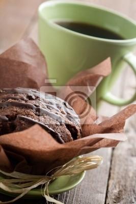 Naklejka Czekoladowe muffinki z filiżanki czarnej kawy