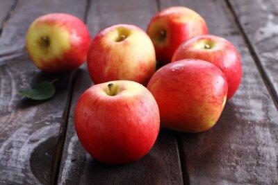 Naklejka czerwone jabłko.