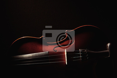 Naklejka część skrzypiec na czarnym tle z twardym światłem