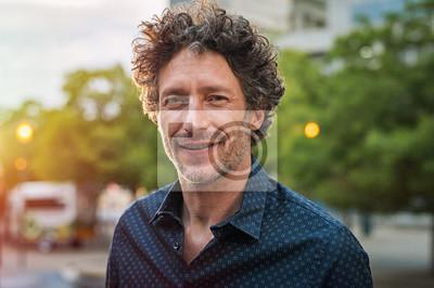 Naklejka Dojrzały przystojny mężczyzna biznesu