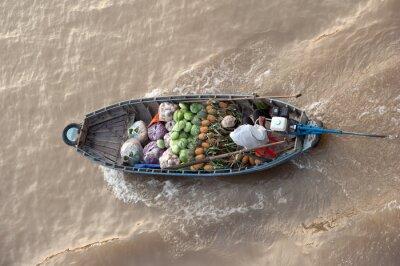 Naklejka Drewniana łódź z owocami w Mekong Delta Cai Rang pływający targ w Can Tho Wietnam