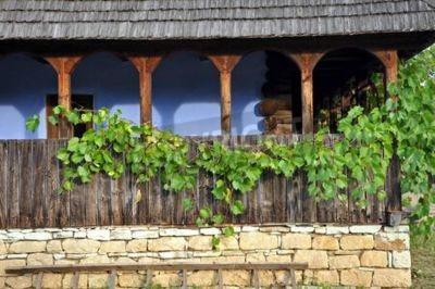 Drewniana weranda z liści winogron