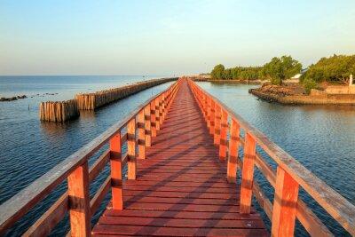 Naklejka Drewniany most na morzu