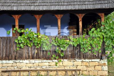 Drewniany taras z liści winogron