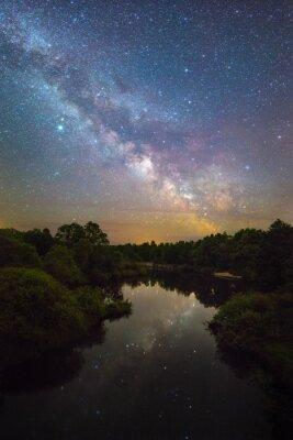 Naklejka Droga Mleczna nad niewielką rzeką