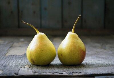 Naklejka Dwie żółte gruszki bliźniaki na drewnianej podłodze, martwa natura