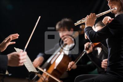 Naklejka Dyrygent kierujący orkiestrą symfoniczną
