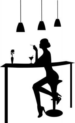 Naklejka Dziewczyna picia martini i palenie papierosów w barze