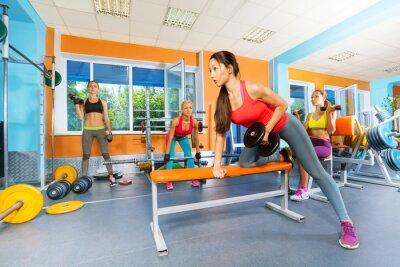 Naklejka Dziewczyny w klub fitness hantle podnoszenia