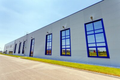 Naklejka Fasady aluminiowej na budynku przemysłowego