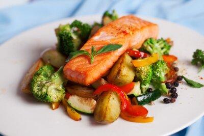 Naklejka filet z łososia z warzywami i bazylią