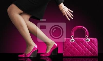 Fotografia mody, kobieta z torebka