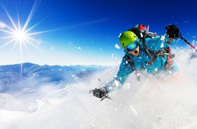 Naklejka Freeride narciarz na stoku z rzędu w dół